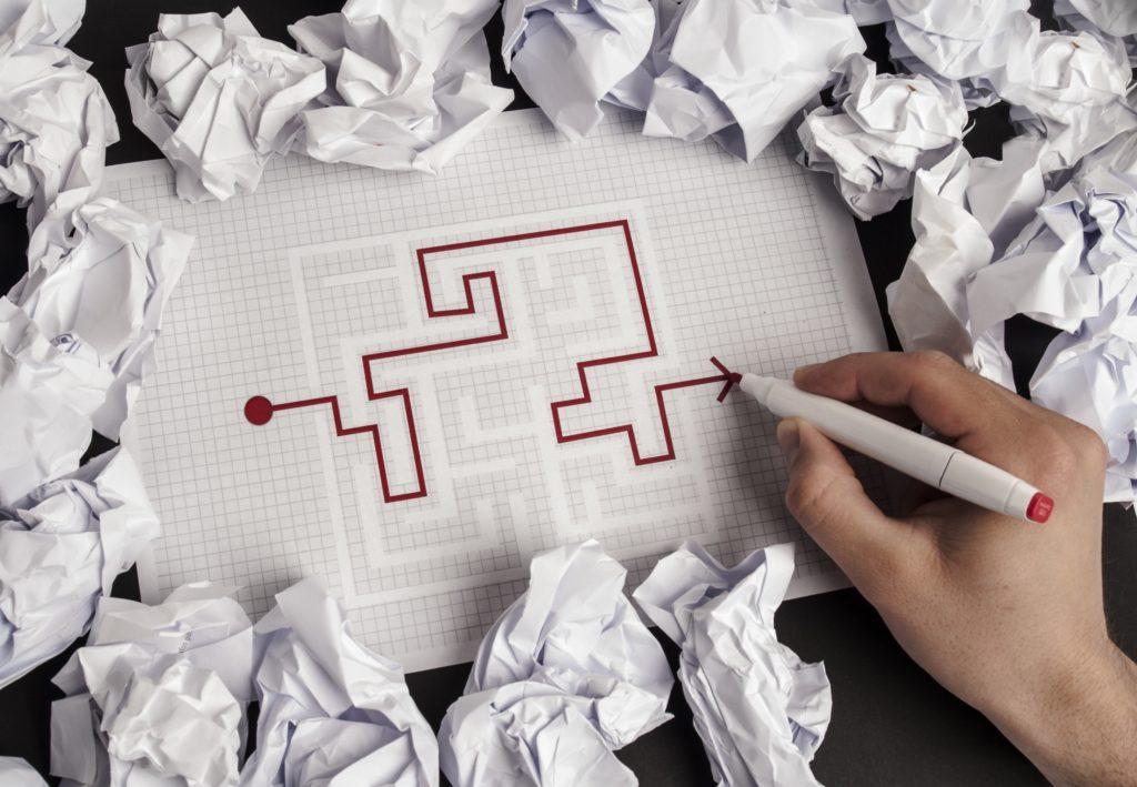 labyrinthe sur page quadrillé